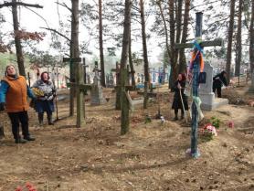На кладовищі у Великій Глуші
