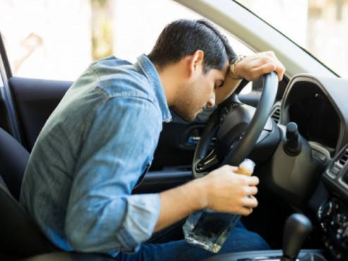 П'яний водій за кекрмом. Фото ілюстративне