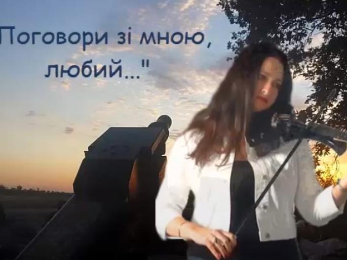Наталія Горщар виконує нову пісню