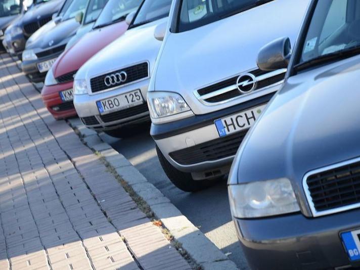 Жителів Любешівщини «розвели» на розмитненні автомобілів