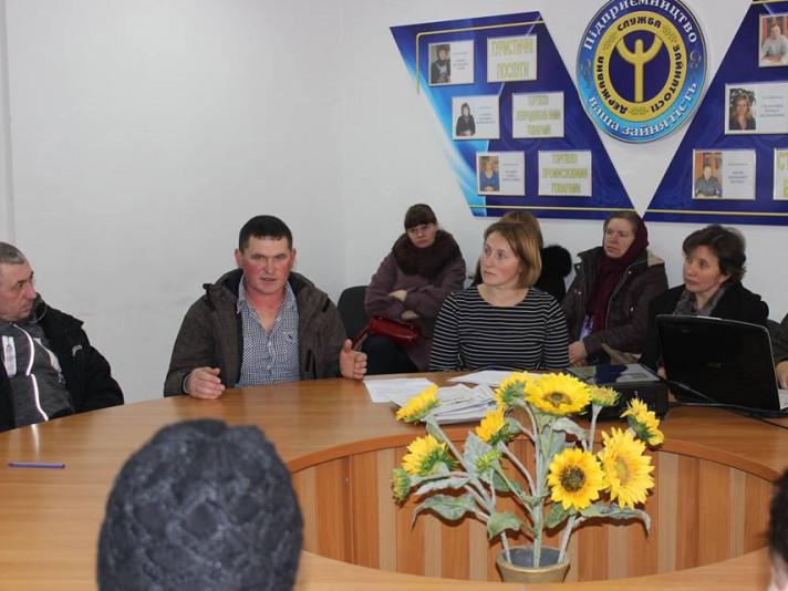 Любешівських безробітних навчали ягідництву