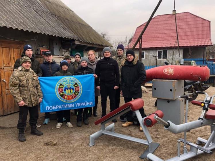 Подарунок від «Побратимів України»