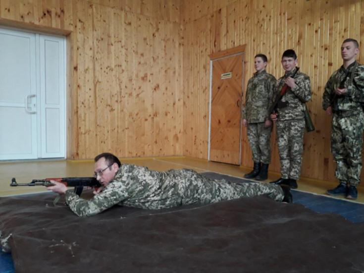 Урок «Захист Вітчизни» в школі села Люб'язь.
