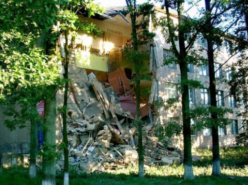 Обвалений корус Любешівського технічного  коледжу