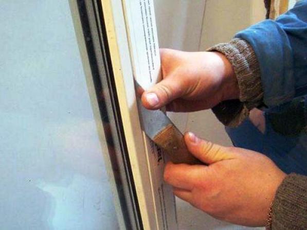 Дольськ: з новобудови атовця вкрали вікна