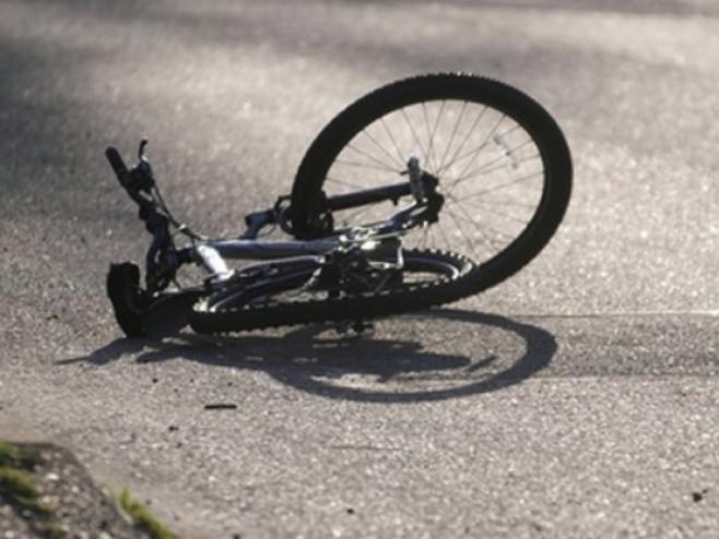 У Седлищі автомобіль не розминувся з велосипедистом