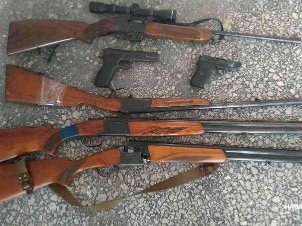Любешівчани здали в поліцію шість одиниць зброї