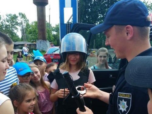 Любешівські ліцеїсти «приміряли» професію поліцейських
