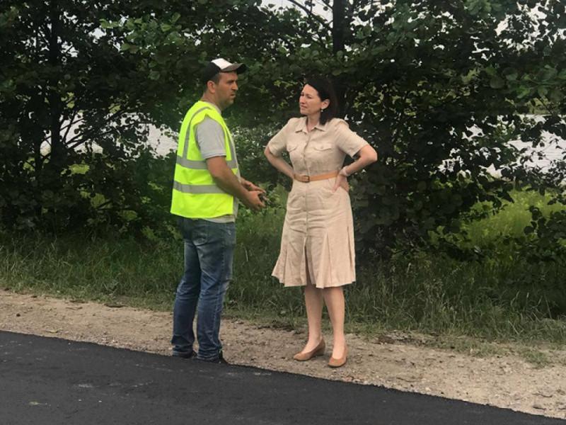 Ірина Констанкевич інспектує ремонт дороги