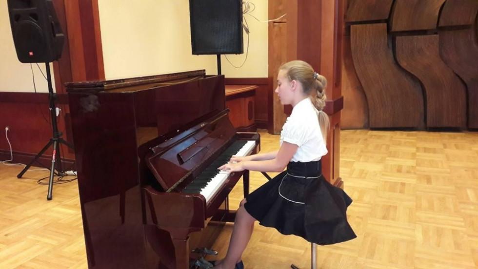 Єлизавета Кузьмич здобула два призи на музичному фестивалі в Болгарії