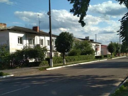 Багатоквартині будинки в Любешеві