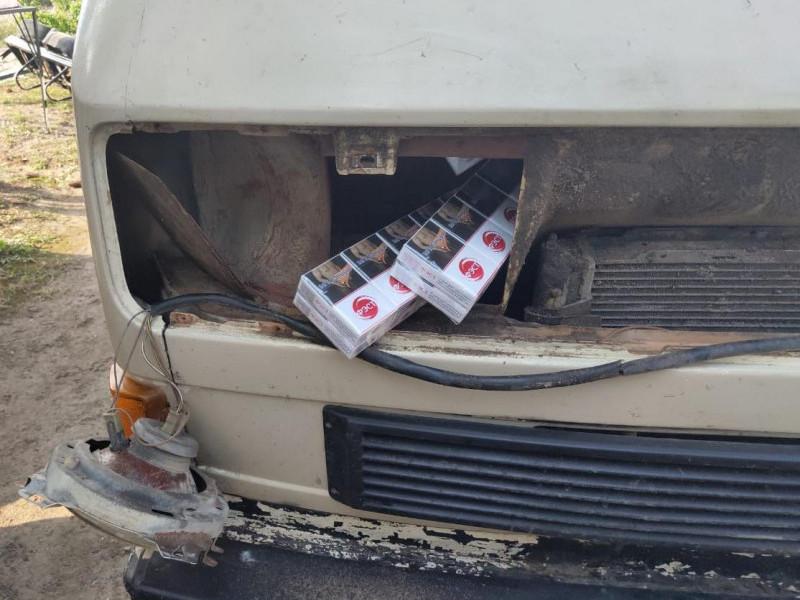 На любешівському кордоні з Білорусією затримали запакувану автівку з сигаретами