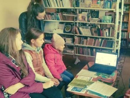У бібліотеці села Рудка