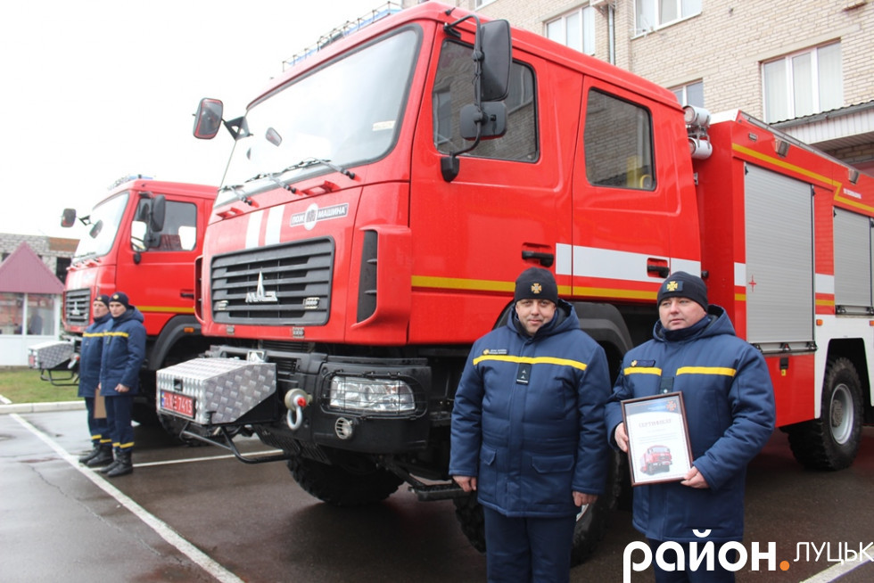 Новенькі пожежні автомобілі
