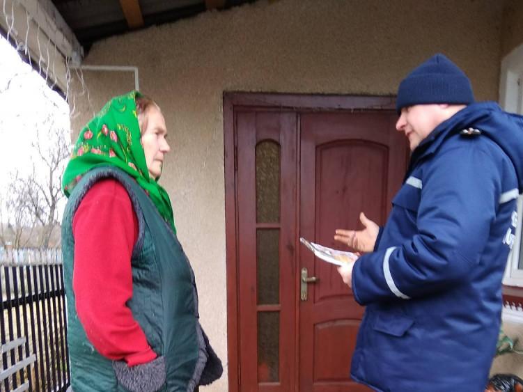 Рятувальники відвідали 35 житлових будинків