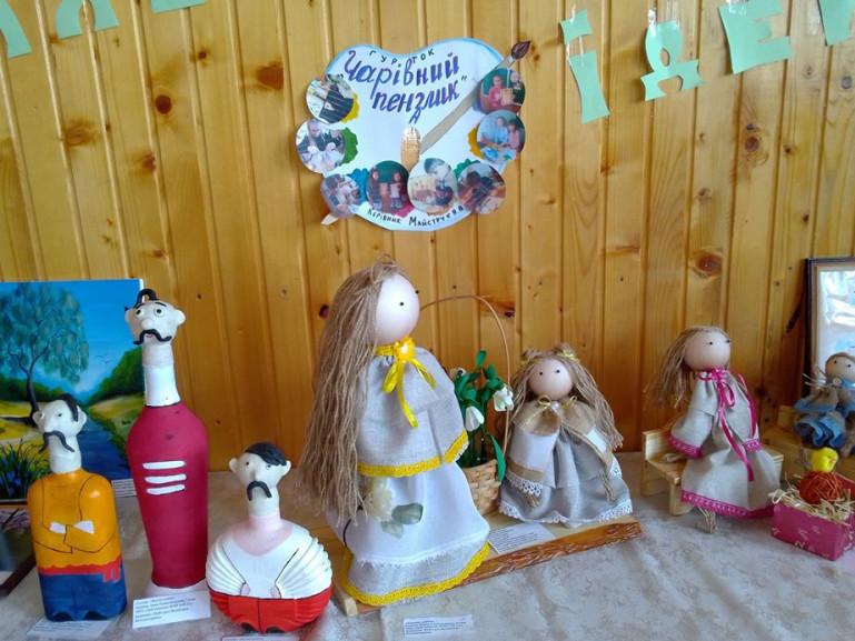 Фігурки та ляльки, виготовлені гуртківцями