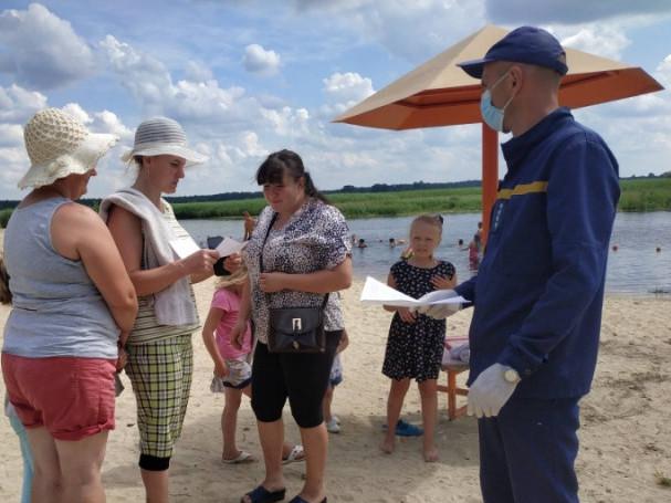 Рятувальники навчають громадян правил безпеки на воді