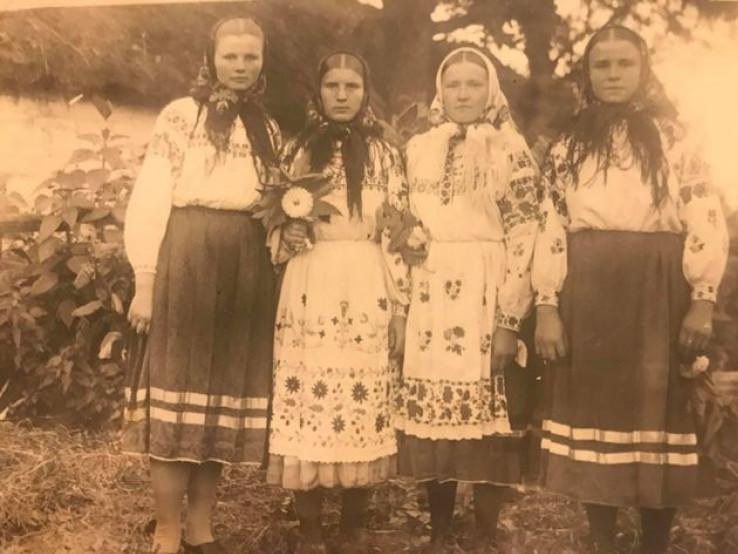 Дівчата з Любешева