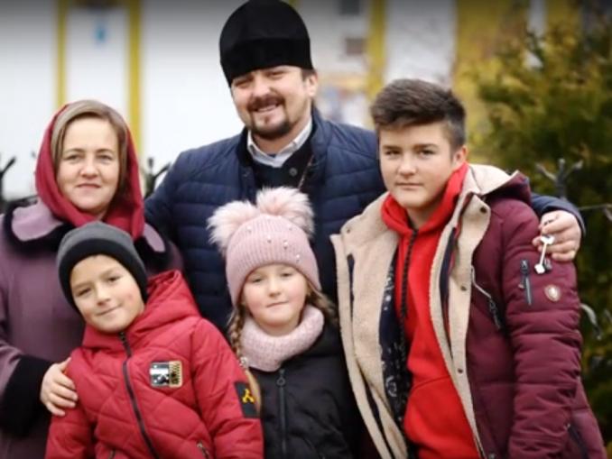 Юрій Устимчук із дружиною та дітьми