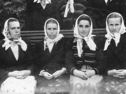 Анастасія Гупалик та її подруги-лісорубки