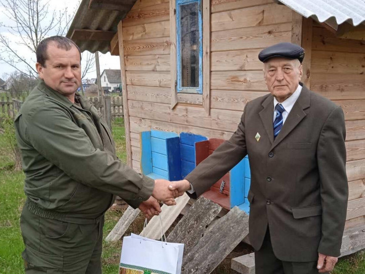 Ветерани отримали продуктові набори до свят