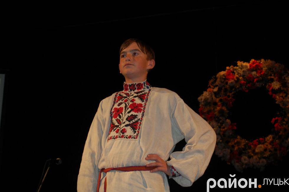 Презентують традиційний костюм