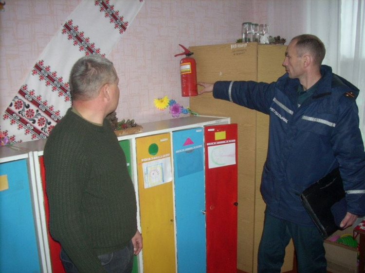 Працівники ДСНС фіксують порушення вимог пожежної безпеки