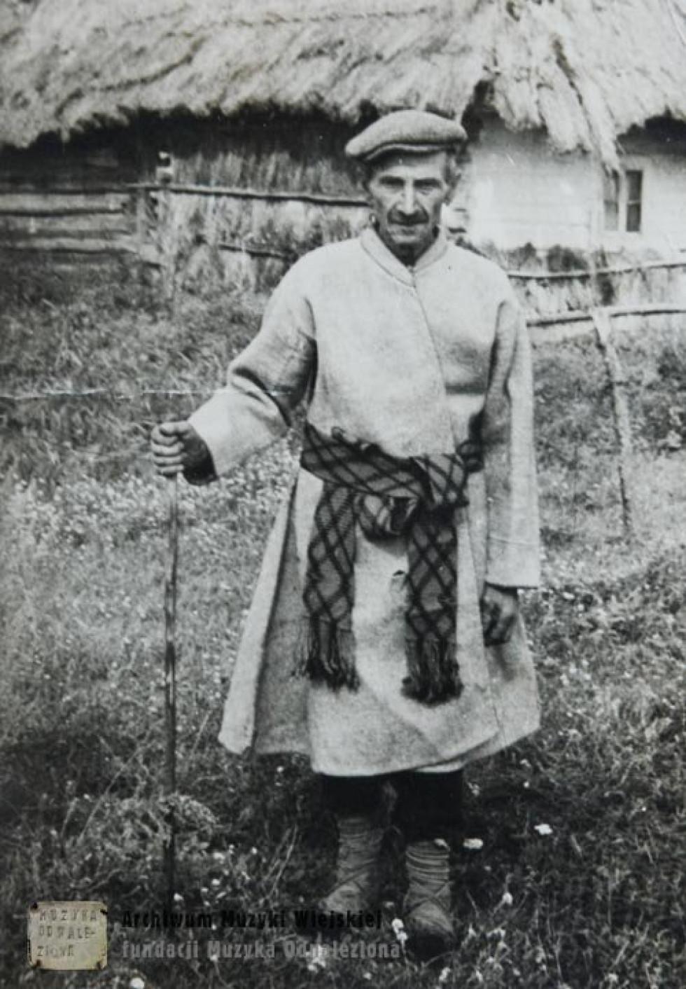 Чоловік в традиційному поліському одязі. Велика Глуша, 1970