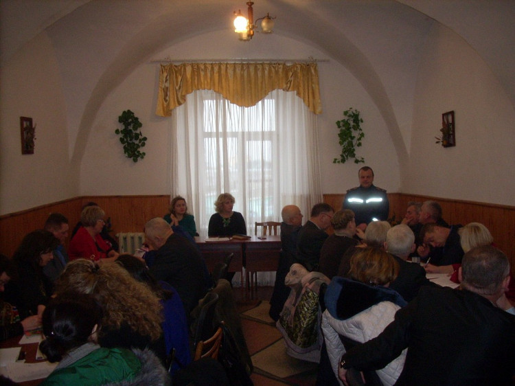 Директори шкіл слухали виступ ДСНСників