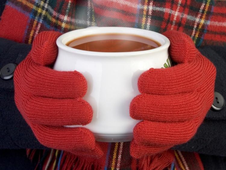 У пункті обігріву будь-хто може випити гарячого чаю