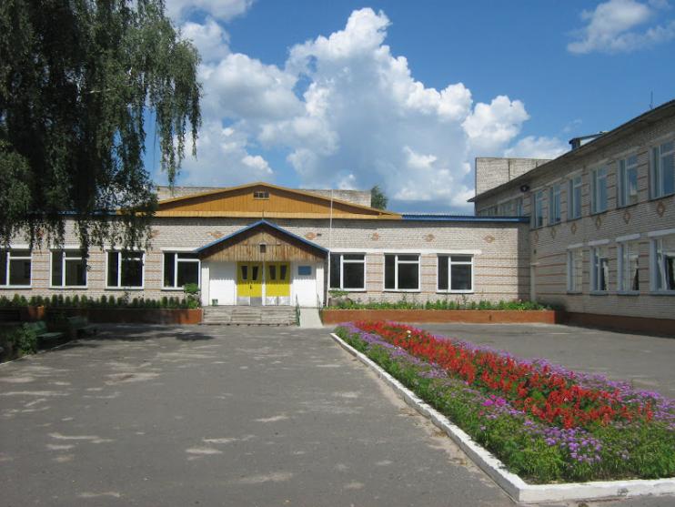 Подвір'я Залізницького НВК