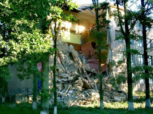 Стіна Любешівського коледжу, яка обвалилася