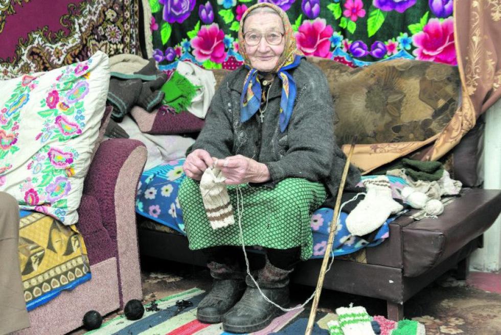 Марія Ліштван в'яже шкарпетки для всієї родини
