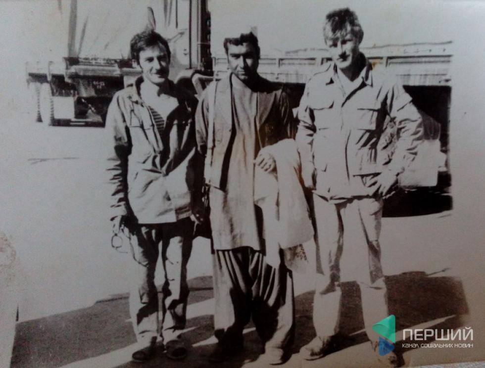 Ігор Бєлокуров (крайній праворуч) з бойовими товаришами у Кандагарі
