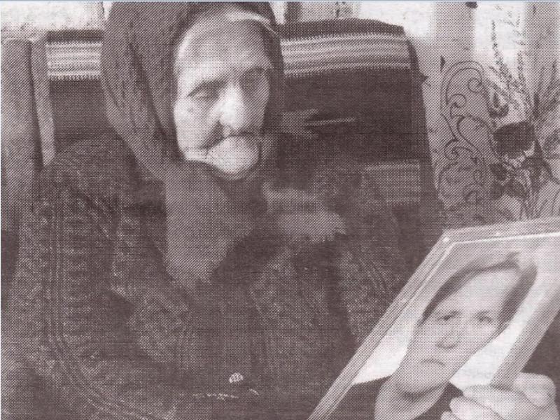 Анастасія Корець із портретом доньки