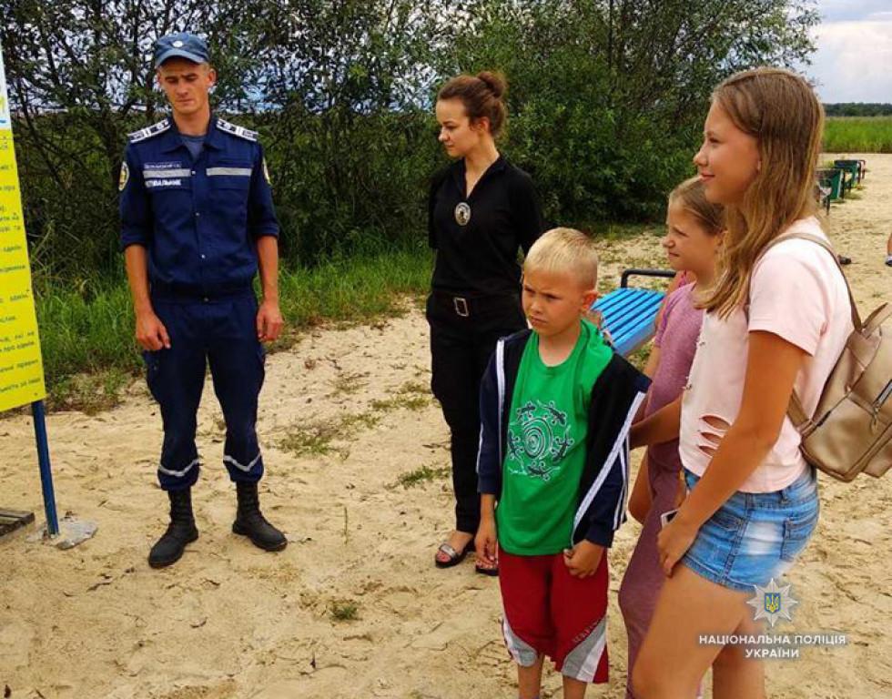 Підліткам наголосили про основні правила поведінки під час купання