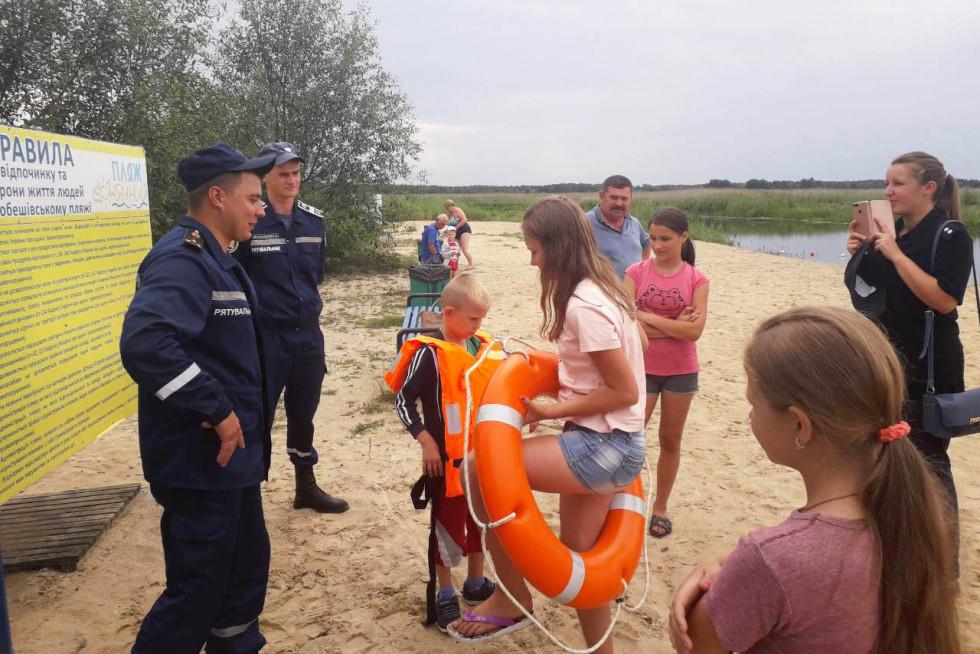 Рятувальники нагадали основні правила безпеки під час відпочинку поблизу водойм