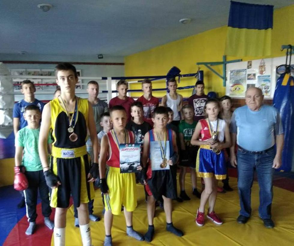 Юні любешівські боксери