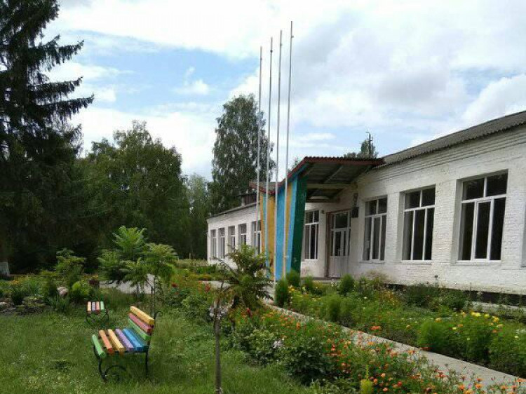 Школа в селі В'язівне