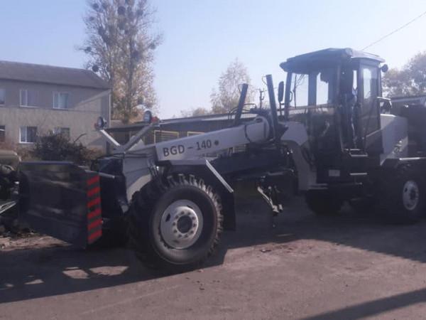 Новий автогрейдер у Любешеві