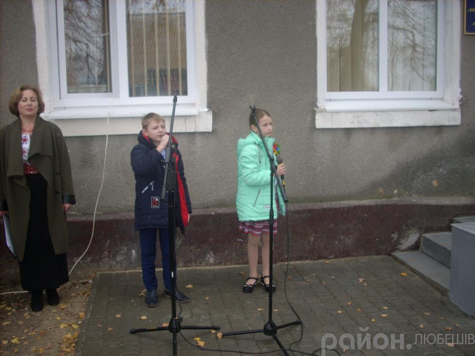 Юні співаки привітали пристуніх піснею