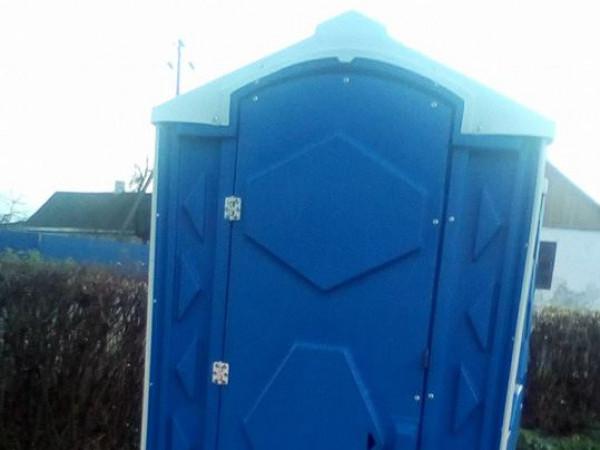 Громадська вбиральня в Любешеві