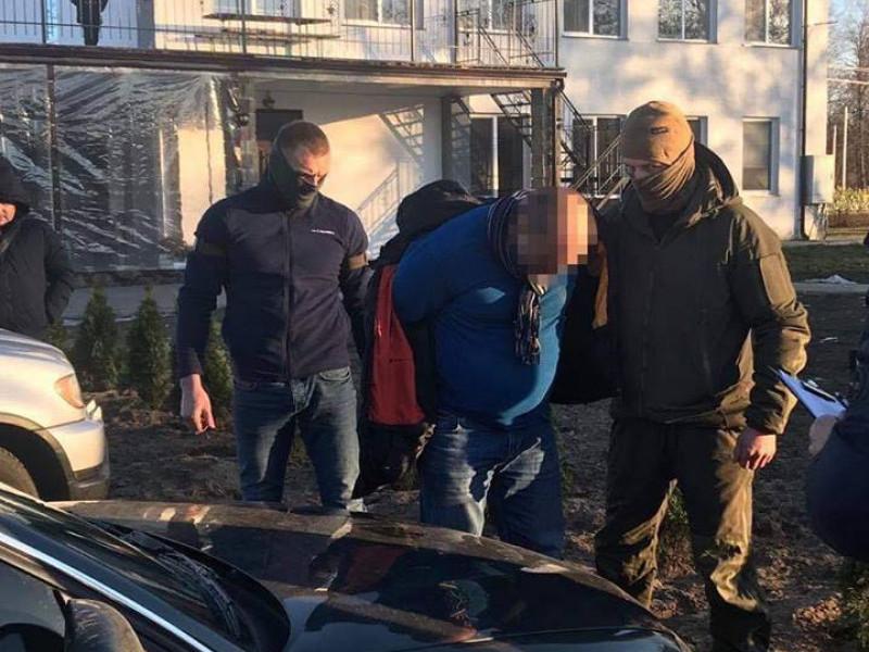 Підозрюваного у хабарництві правоохоронця заарештували