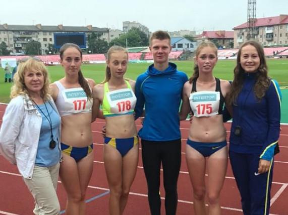 У центрі – чемпіони України Валерія Шоломіцька й Тарас Корецький