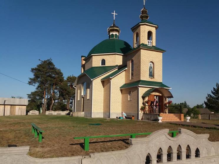 Свято-Амфілохіївський храм у селі Лобна