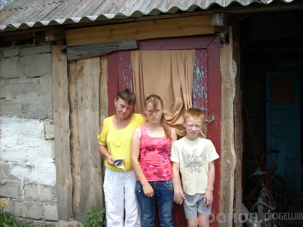 Галина Матвійчук зі своїми найменшими дітьми