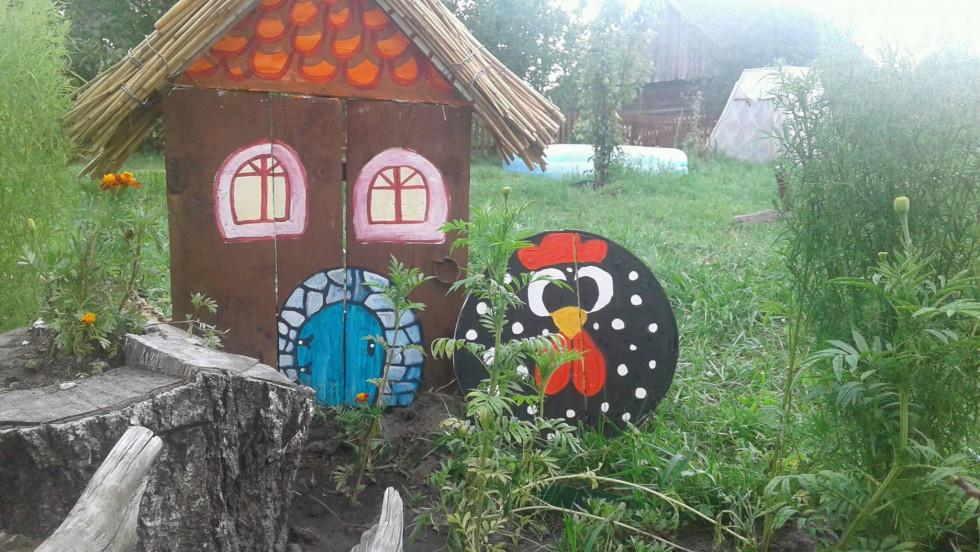 Ураїнський декор у поліському дворі
