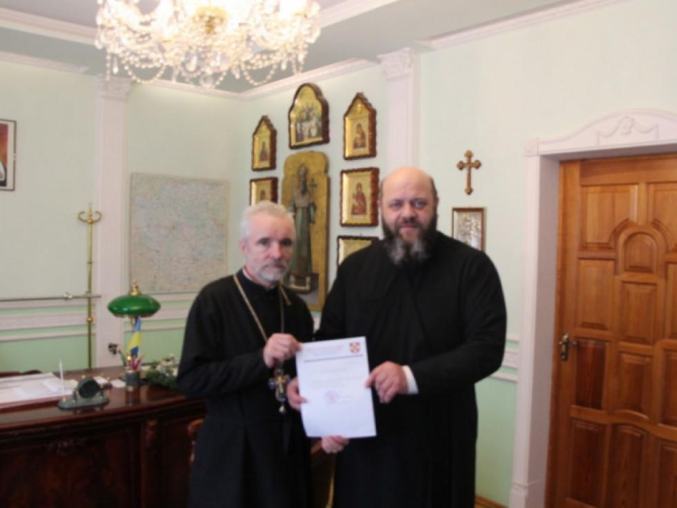 Настоятель парафії у Мерві протоієрей Павло Кліцук з  митрополитом Луцьким і Волинським Михаїлом