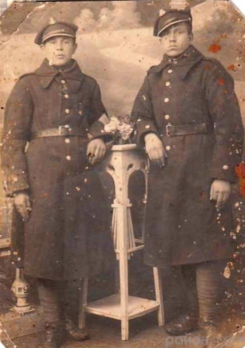 Петро Вабіщевич (зліва) у польському війську