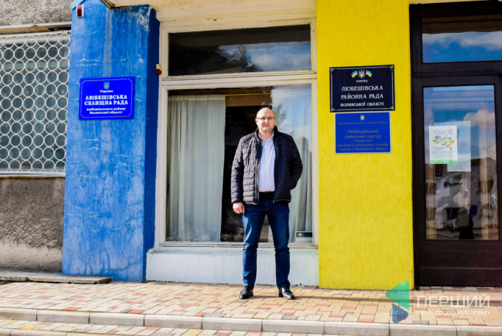Олег Кух змінив роботу, але не офіс. Бо і РДА, і селищна рада знаходяться в одному приміщенні